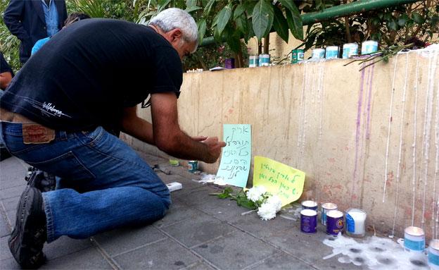 הגיעו עד לביתו הצנוע. תל אביב, היום (צילום: עזרי עמרם, חדשות 2)
