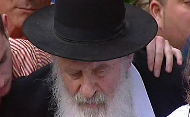 אורי זוהר סופד לאיינשטיין (צילום: חדשות 2)