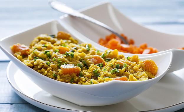 תבשיל אורז, עדשים אדומות וירקות כתומים דל קלוריות (צילום: אסף אמברם, אוכל טוב)