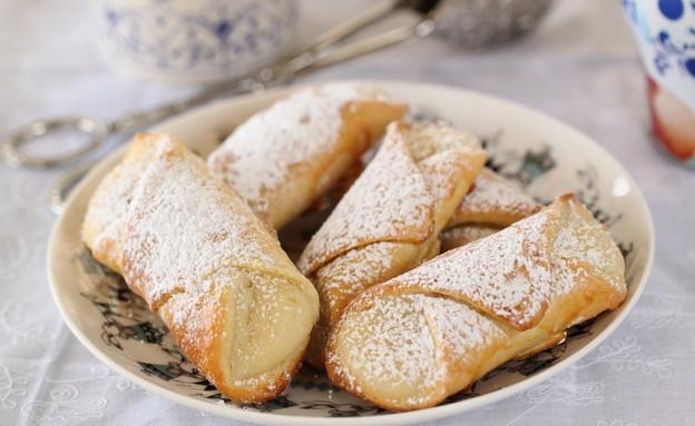 עוגות שמרים ריקוטה ואמרנה אישיות (צילום: חן שוקרון, אוכל טוב)