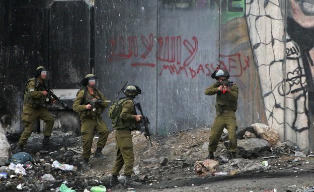 מהומות בקלנדיה (צילום: ap)