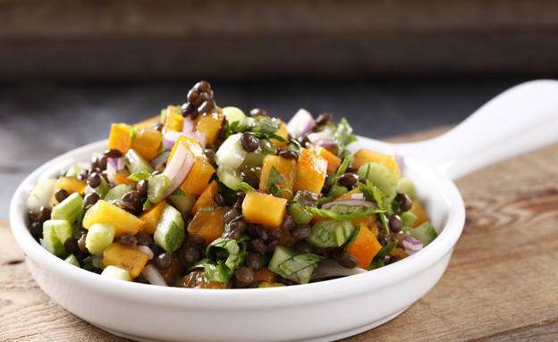 סלט עדשים שחורות, אפרסמון וסלרי (צילום: אפיק גבאי, אוכל טוב)