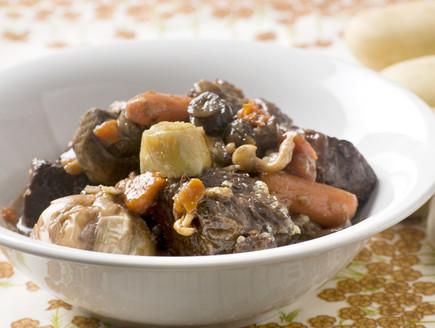 קדירת בקר ביין אדום עם ירקות שורש ופטריות (צילום: משק 8,  יחסי ציבור )