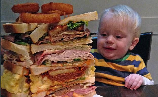 הסנדוויץ' הענק (צילום: dailymail.co.uk)
