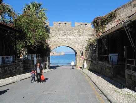 אחד השערים לעיר העתיקה, רודוס בחורף
