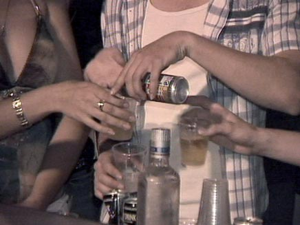 לשתות בלי לשבור קופת חיסכון? (צילום: חדשות 2)