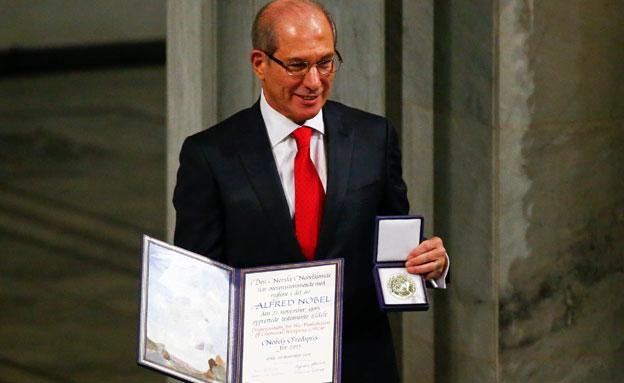 אהמט אוזומצ'ו ופרס הנובל לשלום - היום (צילום: רויטרס)