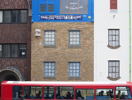 בית הפוך, אוטובוס