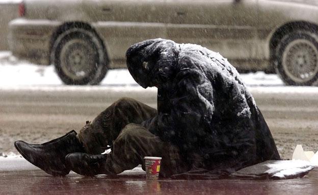 איך לעזור לנזקקים? אילוסטרציה (צילום: רויטרס)