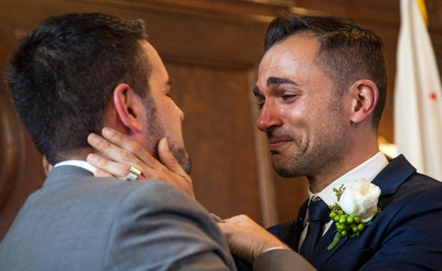 זוג חד מיני (צילום: AP)