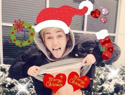 מיילי סיירוס חוגגת את חג המולד