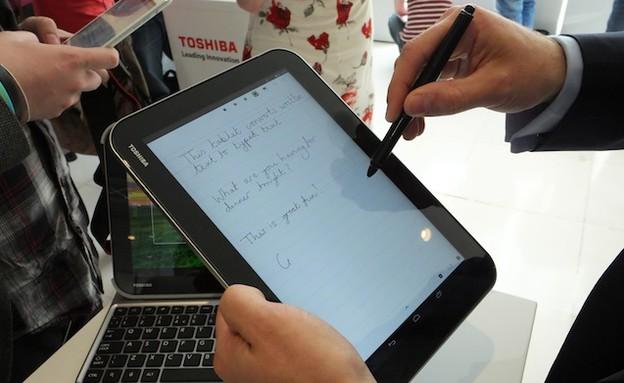 טאבלט ה-Excite Write של טושיבה עם עט סטיילוס (צילום: techdigest.tv)