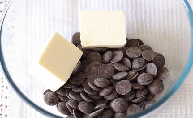 עוגת שוקולד עשירה פצפוצי שוקולד וחמאה (צילום: חן שוקרון, אוכל טוב)