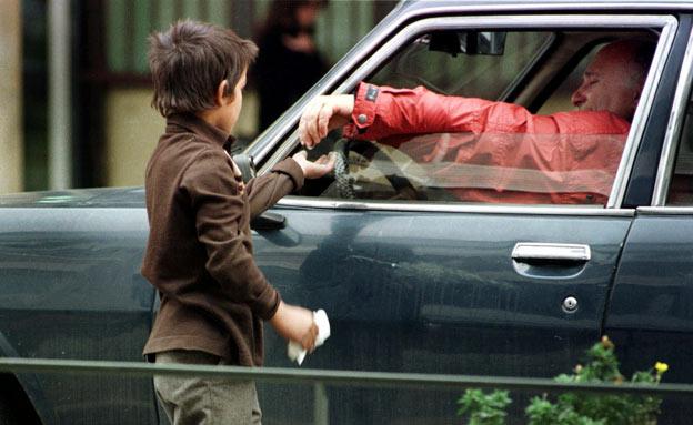 ילד מקבץ נדבות (צילום: חדשות 2)