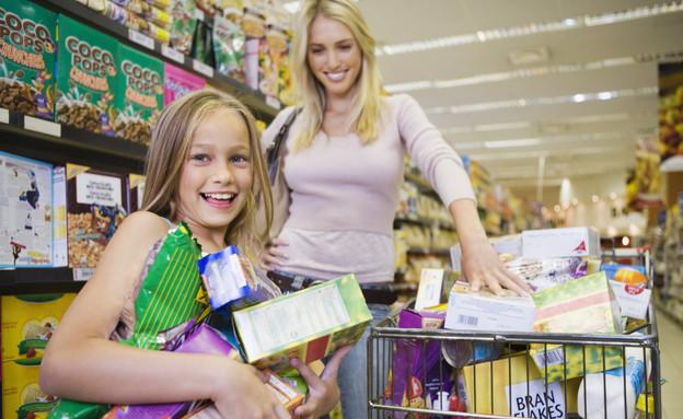 אמא וילדה בסופרמרקט (צילום: אימג'בנק / Thinkstock)