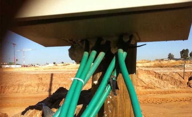 מפגעי בטיחות בקרבת הגן (צילום: עזרי עמרם, חדשות 2)