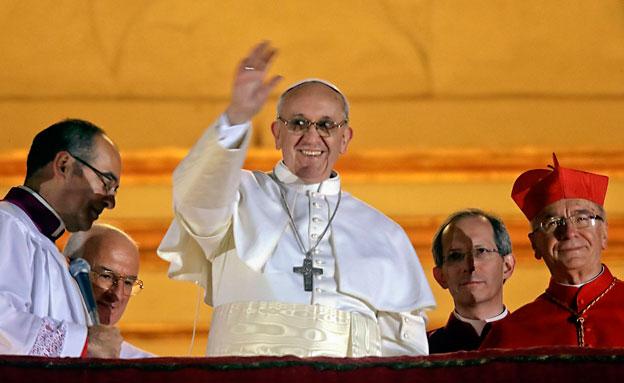 האפיפיור בערב בחירתו (צילום: AP)
