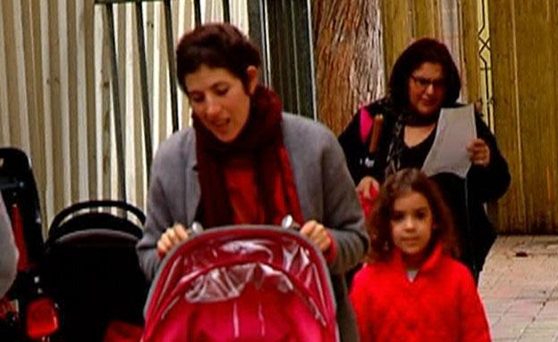 הורים אובדים, עגלה, אמא וילדים (צילום: חדשות 2)