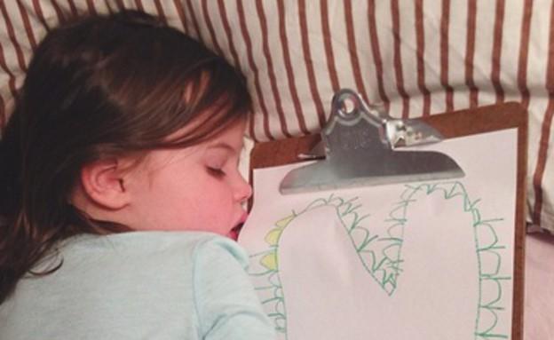 לב, ילדה מציירת (צילום: thestir.cafemom.com)
