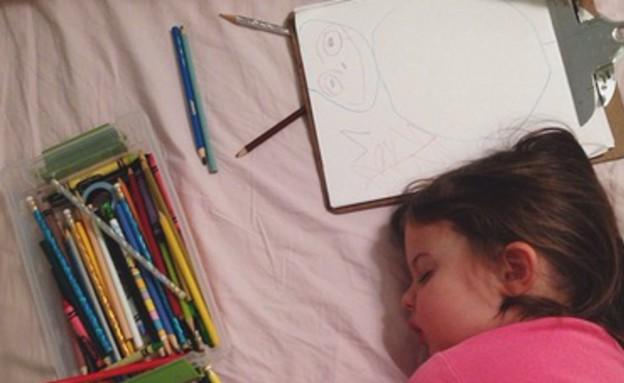 קלמר, ילדה מציירת (צילום: thestir.cafemom.com)
