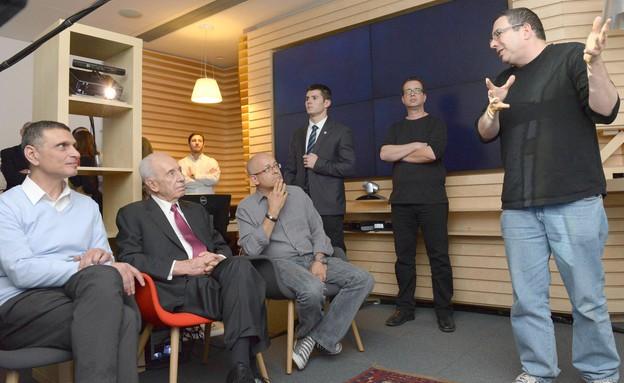 """הנשיא שמעון פרס בביקור במיקרוסופט ישראל (צילום: מארק ניימן, לע""""מ)"""