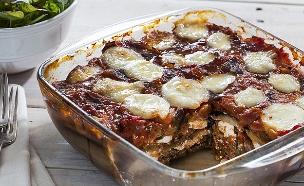 מאפה חצילים וגבינות ברוטב עגבניות (צילום: אסף אמברם, אוכל טוב)
