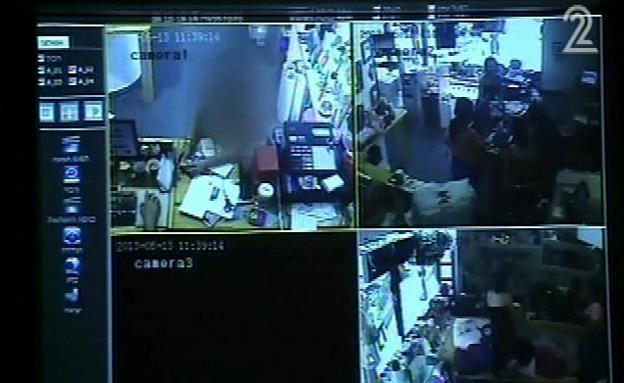 צפו: בעל בית התקין מצלמות נסתרות בבית הדיירות