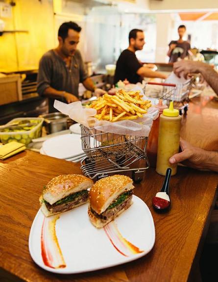 המבורגר וצ'יפס של ויטרינה, צילום אסף לוזון (צילום: אסף לוזון)