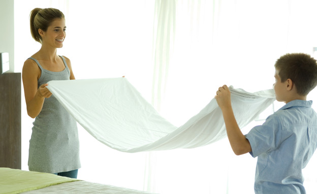 סידור מיטה, מקפלים (צילום: PhotoAlto/Eric Audras, Thinkstock)