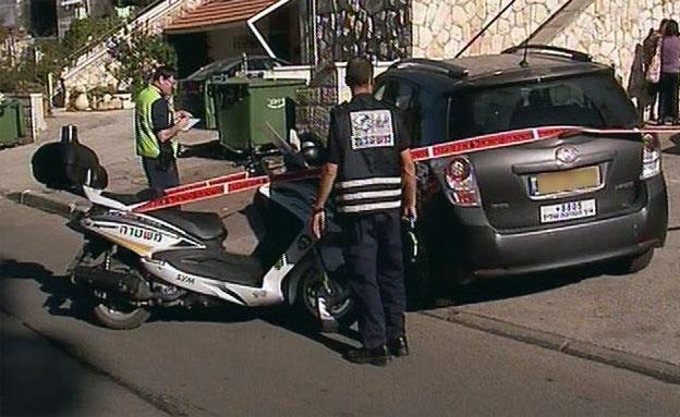 הנהג שיחזר האירוע. זירת התאונה בירושלים (צילום: חדשות 2)