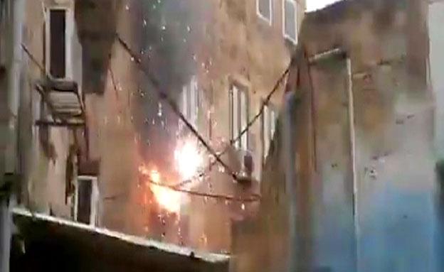 צפו: עמוד חשמל התפוצץ בעכו העתיקה