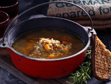 מרק עדשים עם סלרי וכמון (צילום: אפיק גבאי, אוכל טוב)