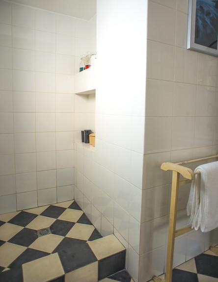 מירב שדה, מקלחון הורים רצפה גובה, צילום סיון אסקיו (צילום: סיון אסקיו)