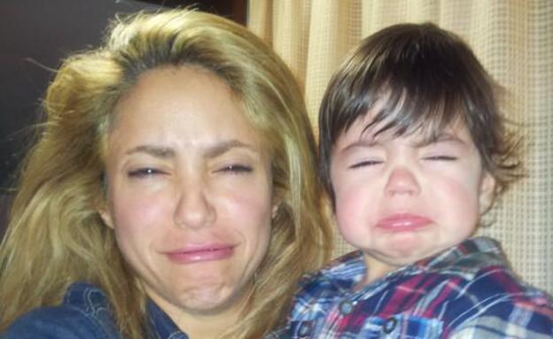 שאקירה והבן בפרצוף מצחיק (צילום: twitter)