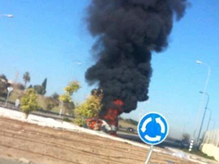 הפיצוץ ברכב ברחובות (צילום: חדשות 2)