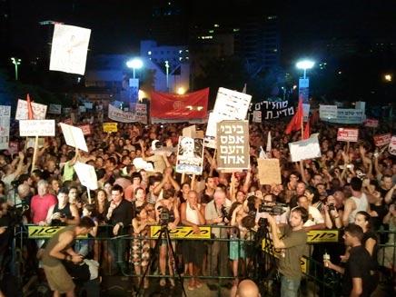 מחאה חברתית - הפגנת ענק בבית אריאלה בתל אביב (צילום: חדשות 2)
