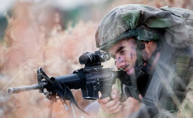 """חיילי הצנחנים באימון (צילום: דובר צה""""ל)"""