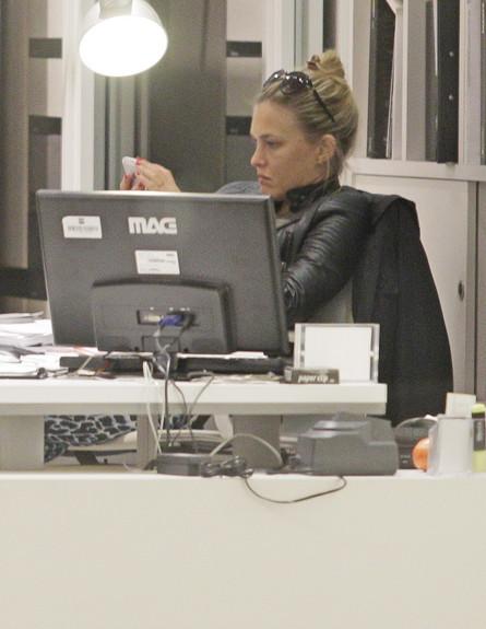 בר רפאלי עושה קניות  (צילום: ראובן שניידר )