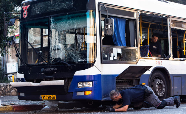 האוטובוס בו התרחש הפיגוע. ארכיון (צילום: רויטרס)