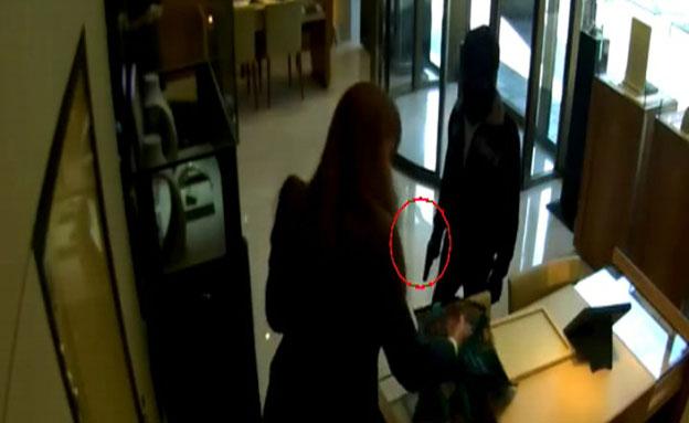 """צפו: ניסיון השוד בת""""א (צילום: חדשות 2)"""