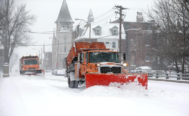 השלג נערם (צילום: AP)