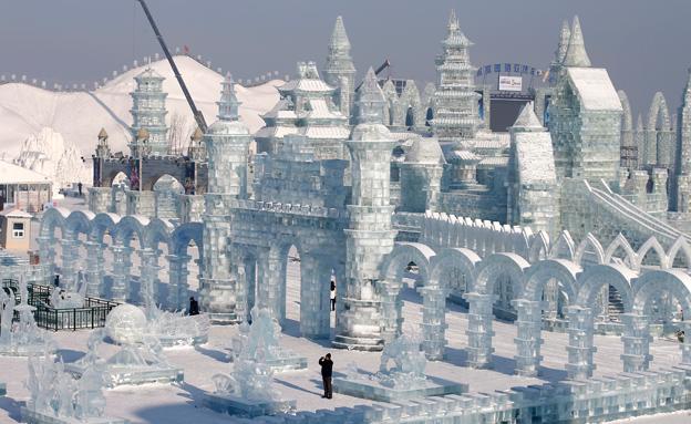 צפו: עיר הקרח שמושכת מיליונים (צילום: רויטרס)