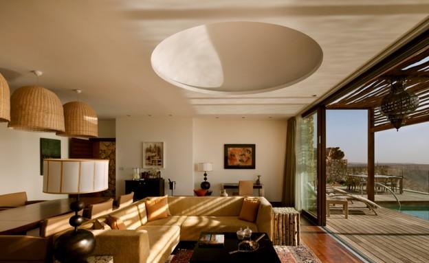 סוויטות, מלון בראשית, סלון (צילום: אסף פינצ'וק)