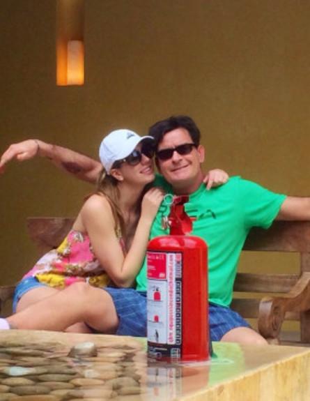 צ'ארלי שין התחתן עם כוכבת פורנו (צילום: twitter)