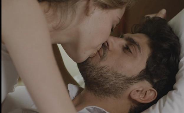 הנשיקה הראשונה  (תמונת AVI: mako)