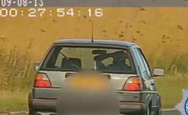נוהג ללא ידיים (צילום: North Yorkshire Police Department)