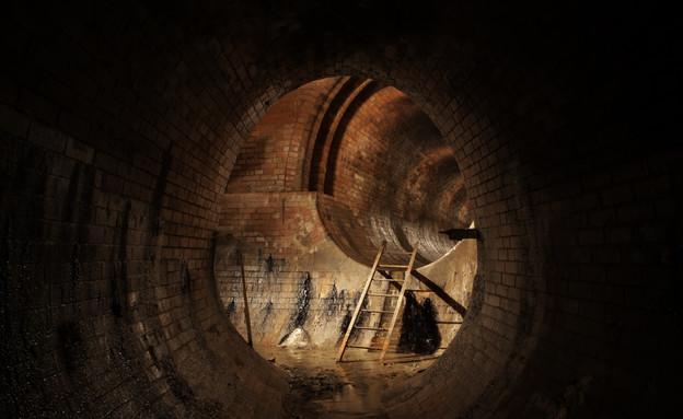 פתח ביוב ובור (צילום: Chalabala, Thinkstock)