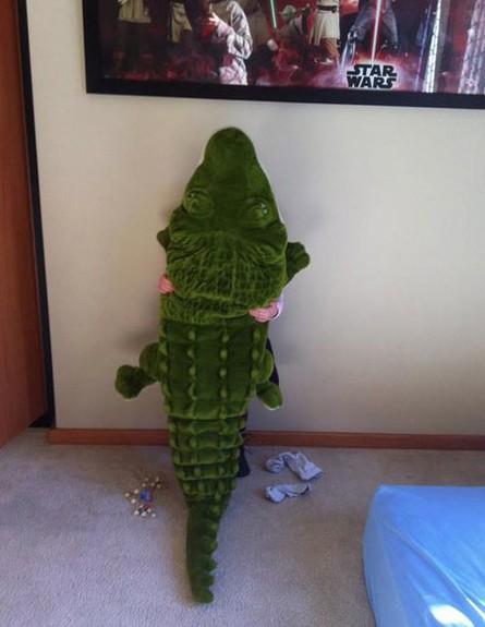 מחבואים - בובה (צילום: צילום מסך themetapicture.com)