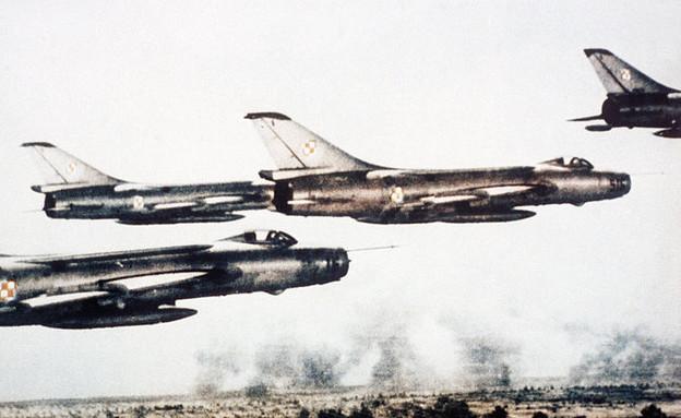 סוחוי 7 פולני (צילום: חיל האוויר האמריקאי)
