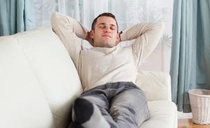 גבר מתבטל (צילום: wavebreakmedia, Shutterstock)